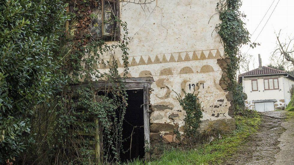 Diseños en la antigua iglesia de A Eirexe, en la parroquia monfortina de San Xillao de Tor