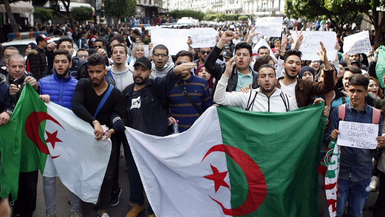 Cuarta semana de protestas en Argelia.Desde el 2013, Buteflika se mueve en una silla de ruedas empujada por su hermano Said y sus apariciones públicas son inusuales