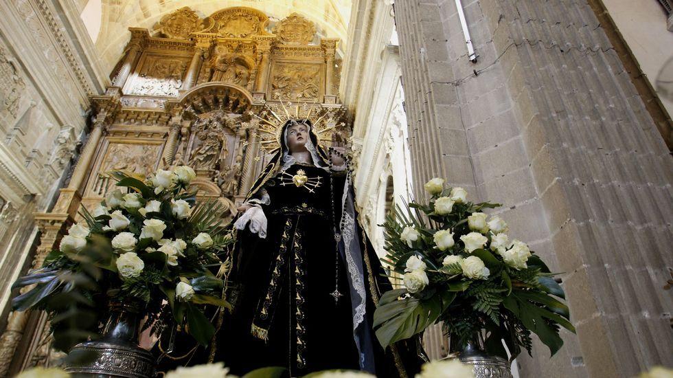 La imagen de la Dolorosa, en la iglesia de la Compañía preparada para la procesión del Viernes Santo