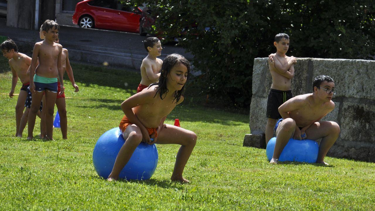.Juegos en la fiesta de clausura del campamento tecnológico en La Molinera.