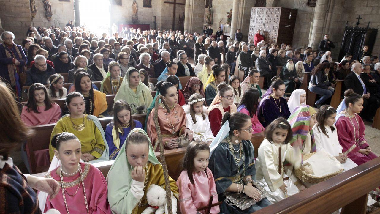 La lluvia da una tregua y permite la procesión de las Angustias.EL CRISTO DE LOS NAVEGANTES EN EL ARSENAL