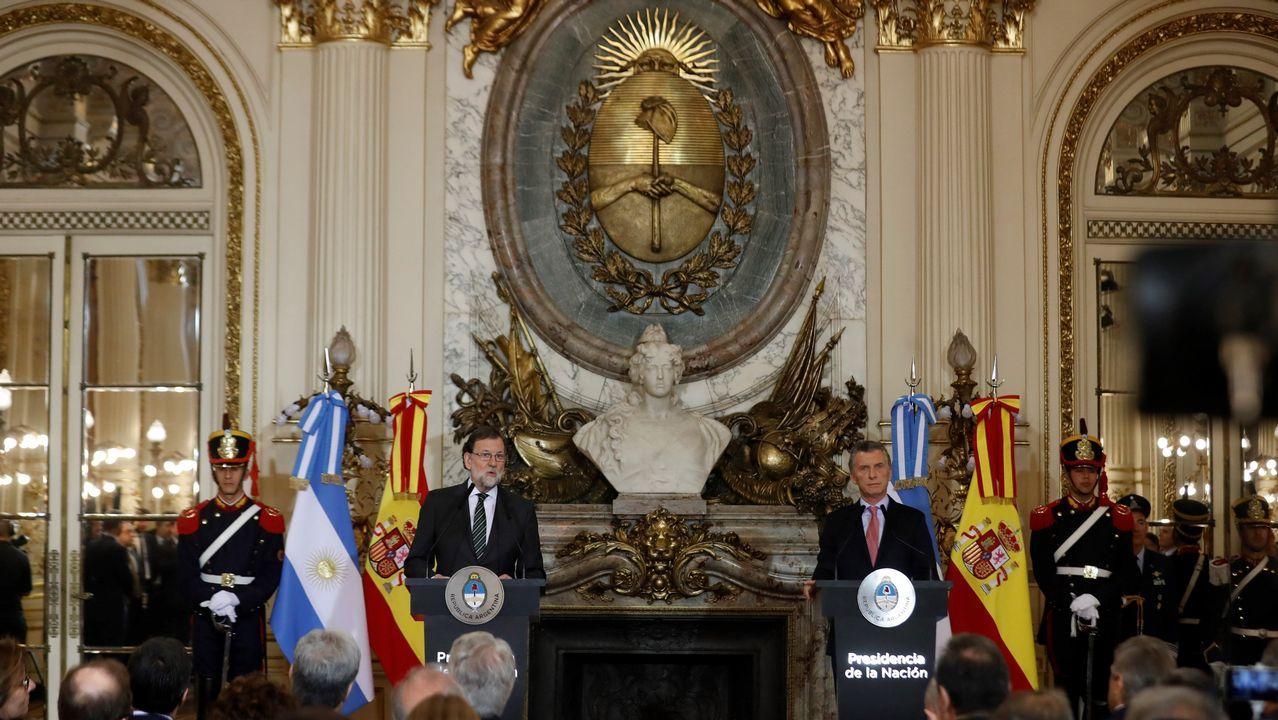 El presidente del Gobierno, Mariano Rajoy, ofrece una rueda de prensa conjunta con el presidente argentino, Mauricio Macri, en la Casa Rosada en Buenos Aires (Argentina). Macri y Rajoy iniciaron una reunión en la Casa Rosada, en la que abordaron, en medio de un clima de amistad, diversos temas de la agenda bilateral y global