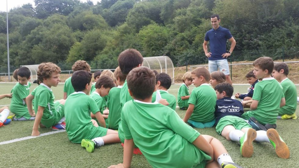Miguel Linares, en la visita al campus del Oviedo