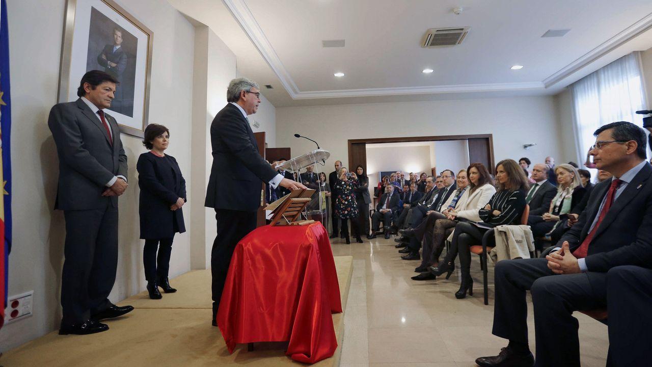 El Centro de Discapacitados Stephen Hawking, en Langreo.La vicepresidenta del Gobierno, Soraya de Sáenz de Santamaría (2i), y el presidente del Principado, Javier Fernández (i), entre otras autoridades, asistieron hoy a la toma de posesión del nuevo delegado del Gobierno en Asturias, Mariano Marín (3i).