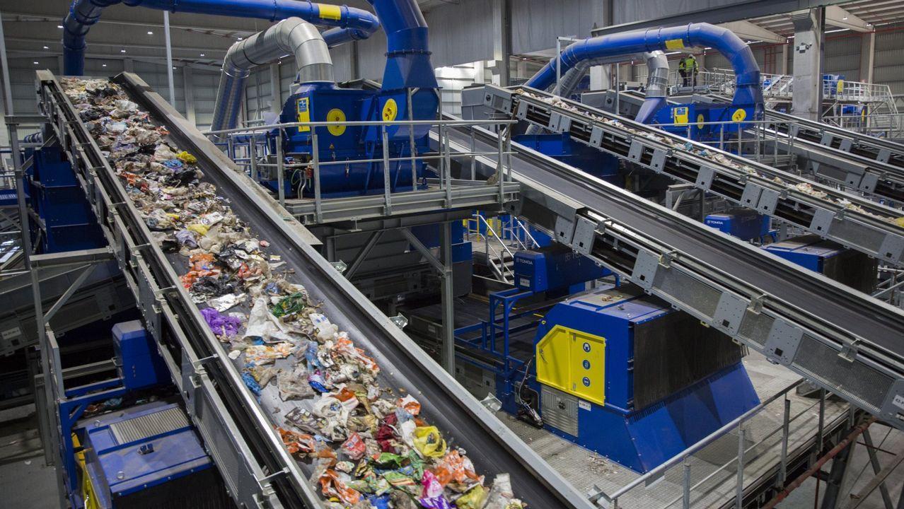 «En una mañana lo perdimos todo, ahora nos toca volver a empezar».Las instalaciones ya pueden tratar residuos procedentes de 295 concellos de Galicia
