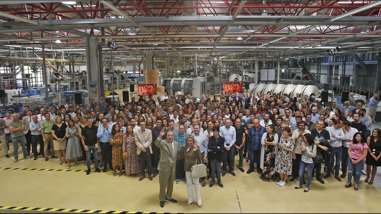 .Santiago Rey, acompañado de Salomé Fernández-San Julián, celebró su cumpleaños rodeado de numerosos miembros de las empresas de la Corporación Voz de Galicia
