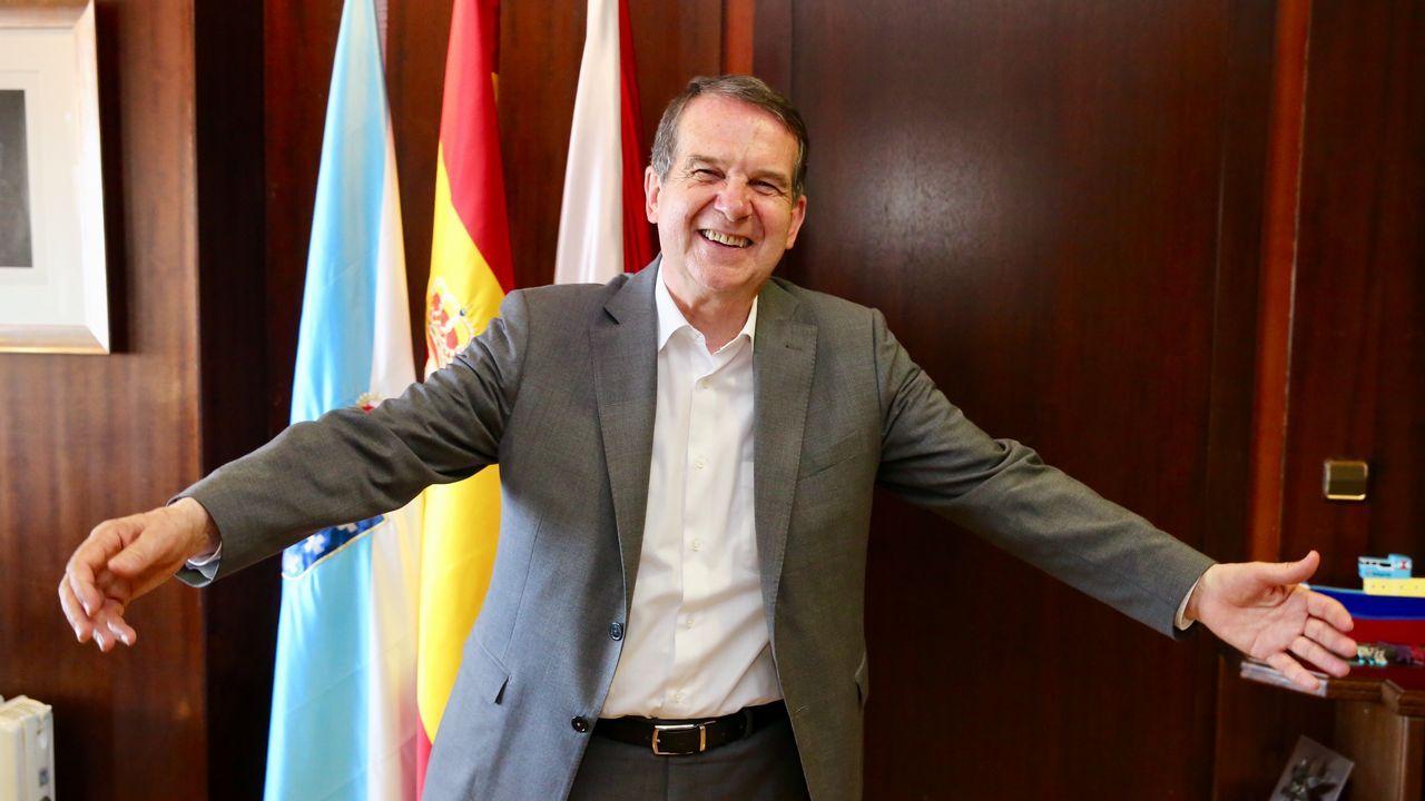 Interventores del PSOE y del PP en la mesa de la antigua casa de socorro