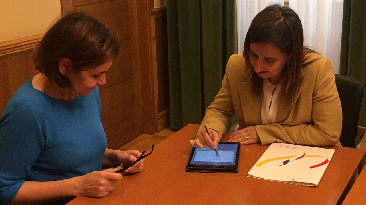 Un momento de la firma del convenio entre el Ayuntamiento de Gijón y la Agencia Tributaria