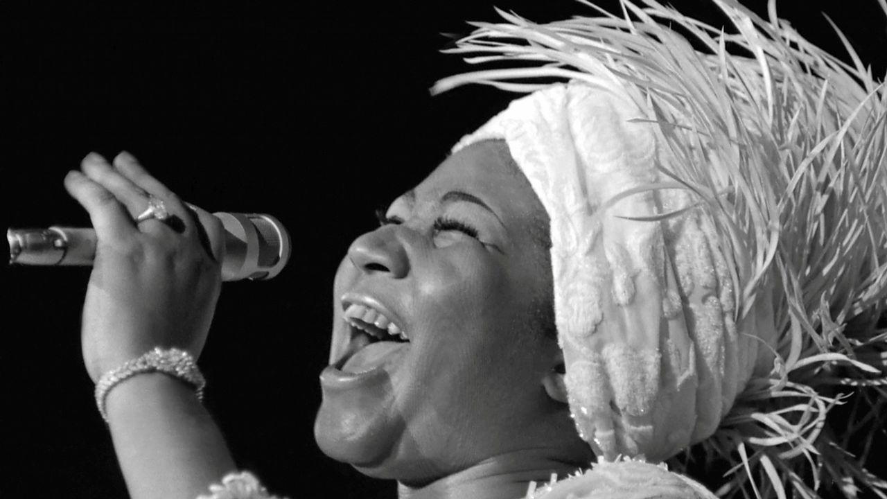 Aretha Franklin, que hoy ha fallecido en Detroit a los 76 años, en una actuación en el Caesars Palace en Las Vegas, Nevada