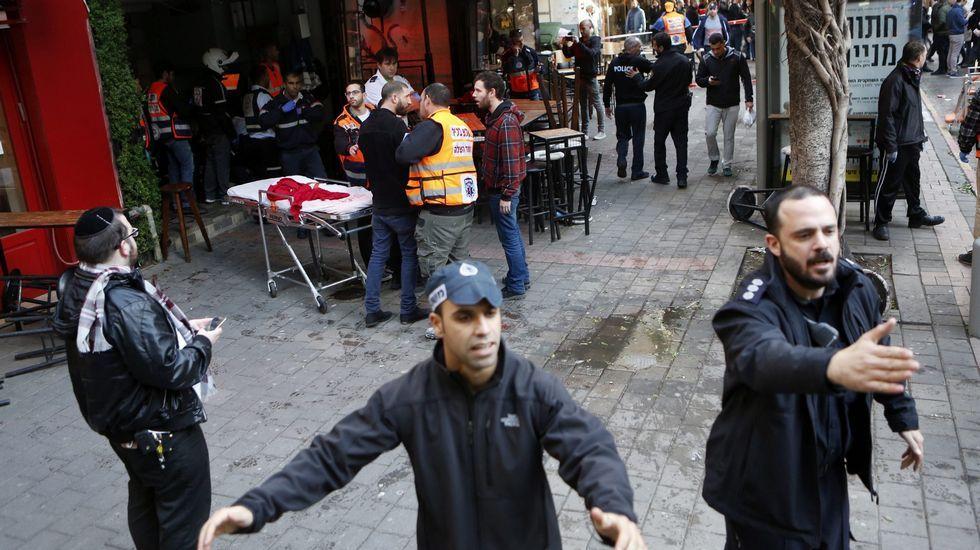 Según los testigos, el atacante, que iba enmascarado, entró en el pub y abrió fuego indiscriminadamente contra los clientes, lo que induce a la Policía a pensar que pueda tratarse de un ataque terrorista y no de un ajuste de cuentas entre mafiosos.