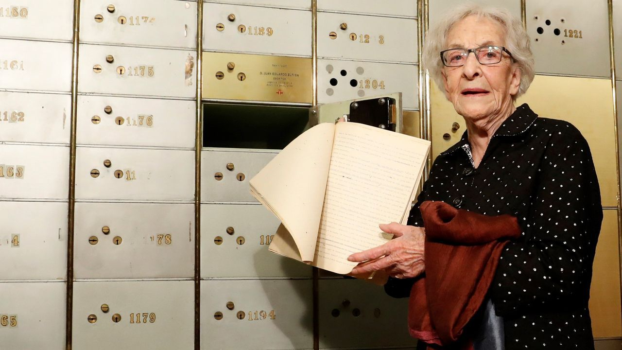 Ida Vitale depositó en la Caja de las Letras del Instituto Cervantes un manuscrito de 1950 de José Bergamín