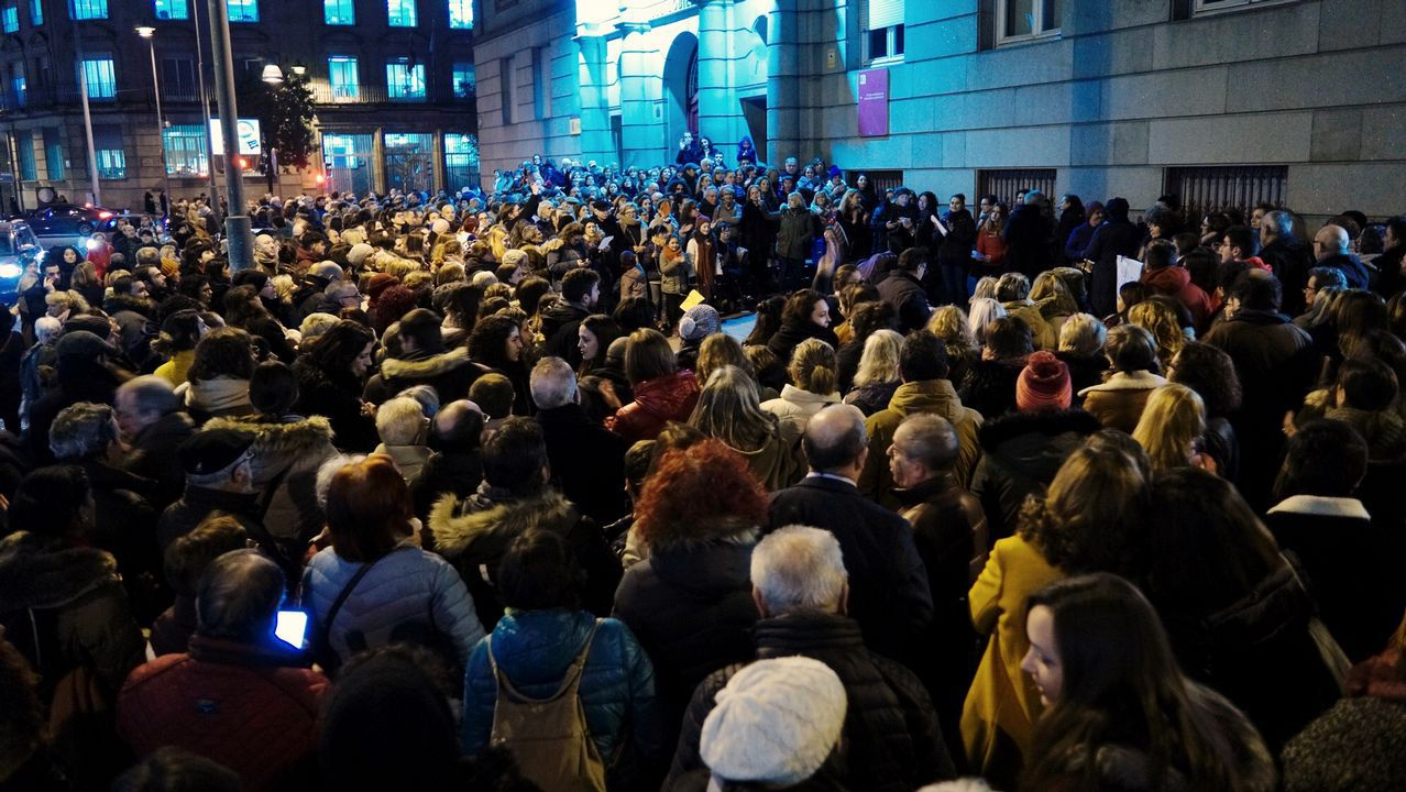 Concentración feminista en Ourense.Las ayudas son para plantación de viñedo