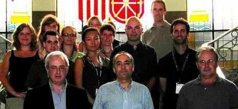 Carballo, en el centro, con los voluntarios y miembros de la asociación