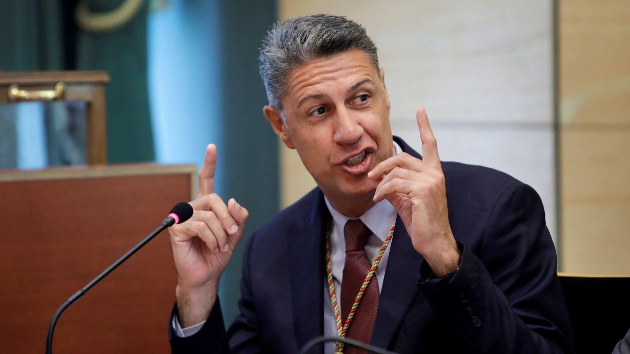El abogado de Puigdemont, Gonzalo Boye, tuvo que presentar su documentación en el registro como le ordenó una funcionaria de la Junta Electoral.Albiol acusó a los coaligados en su contra de estar movidos por el odio y el rencor
