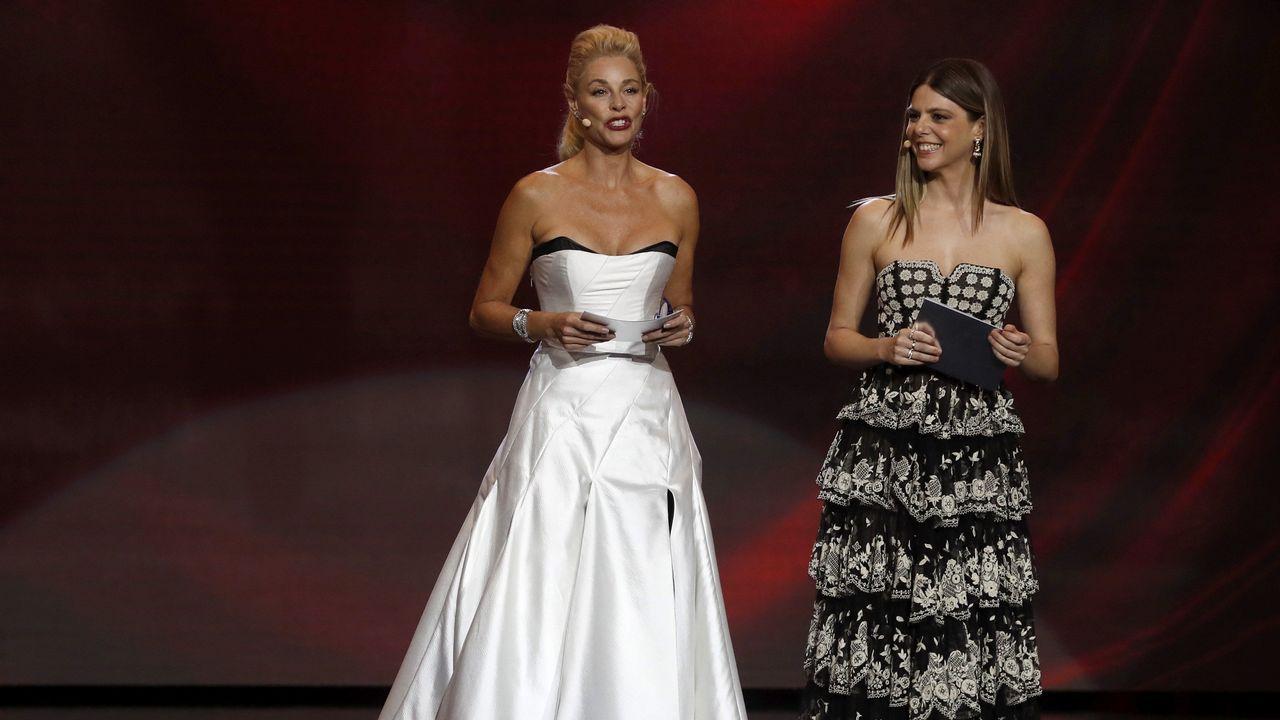 Las actrices Belén Rueda y Manuela Velasco durante la gala de entrega