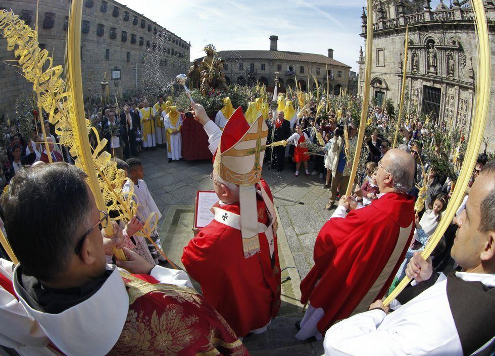 Multitudinario arranque de la Semana Santa en Ferrol.El vicecanciller alemán, Sigmar Gabriel