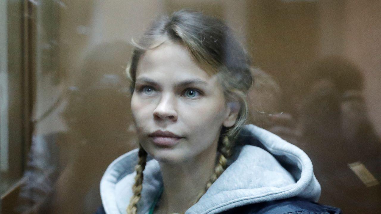 El ministro de Defensa, Vladimir Padrino, , acompañado de la cúpula militar, denunció un «golpe de Estado» en Venezuela..La modelo bielorrusa Anastasia Vashulkevich, también conocida como Nastya Rybka, que fue deportada desde Tailandia a Rusia, ha sido puesta en libertad este martes