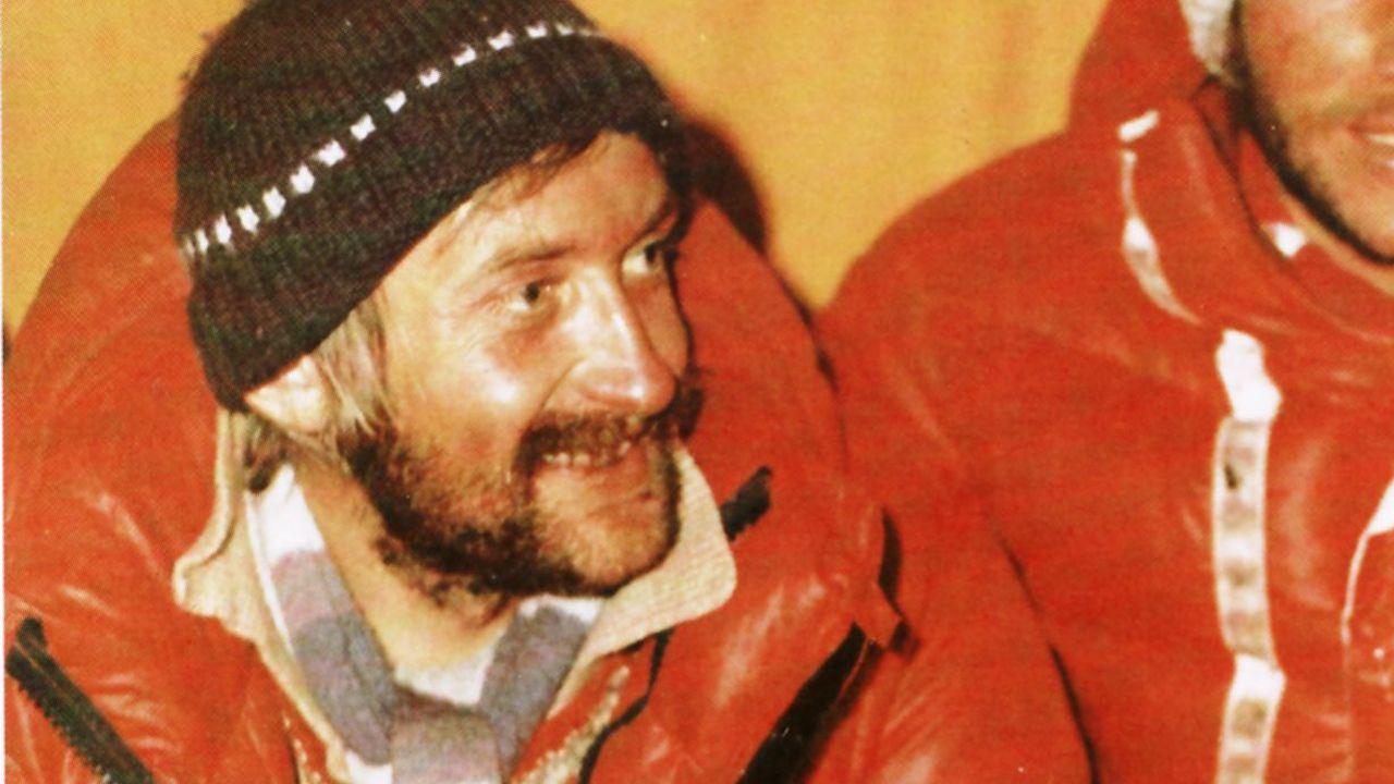 El alpinista polaco Krzystof Wielicki, en febrero de 1980, tras la primera ascensión invernal del Everest