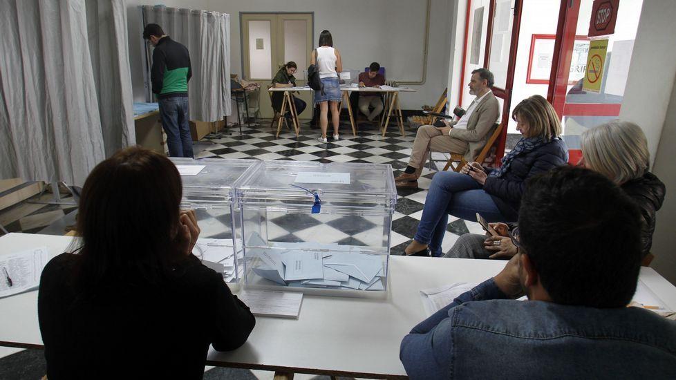 Colegio electoral de la antigua casa de socorro, en el casco urbano de Monforte
