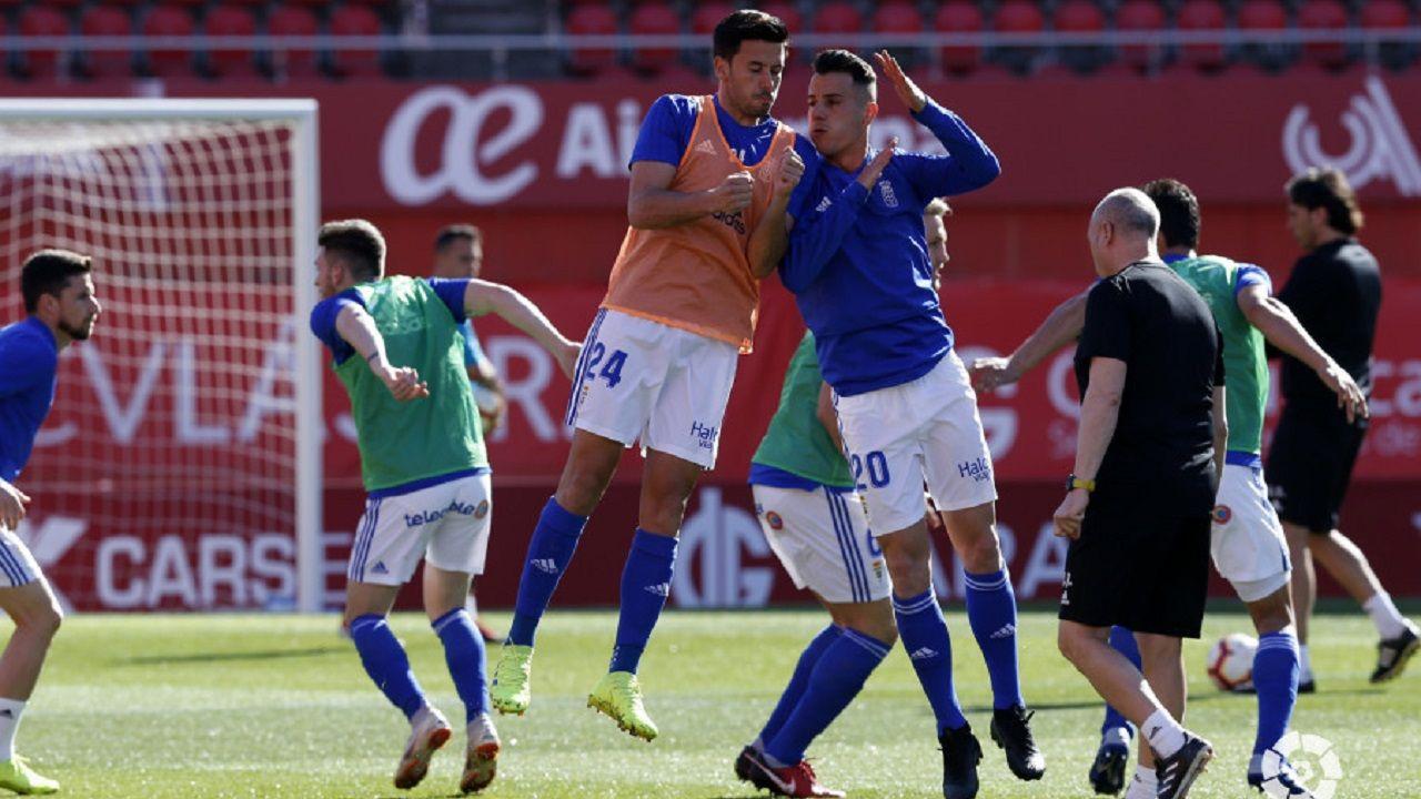 Christian Fernandez Anquela Real Oviedo Requexon.Tejera, a la derecha, salta con Javi Muñoz en el calentamiento previo al Mallorca-Oviedo