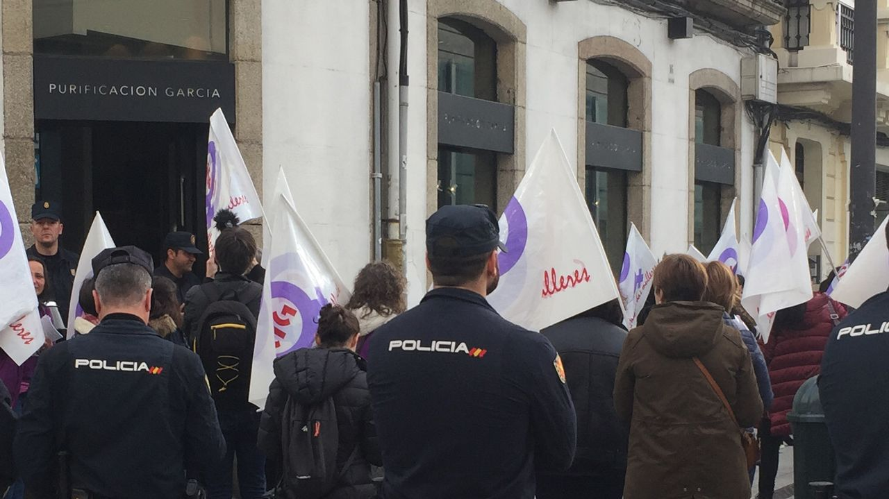 Piquete en la plaza de Lugo durante la primera manifestación del 8-M