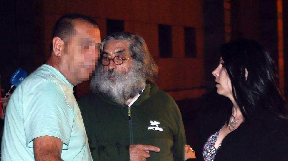 .José Antonio Postigo, a la izquierda, tras su puesta en libertad con cargos