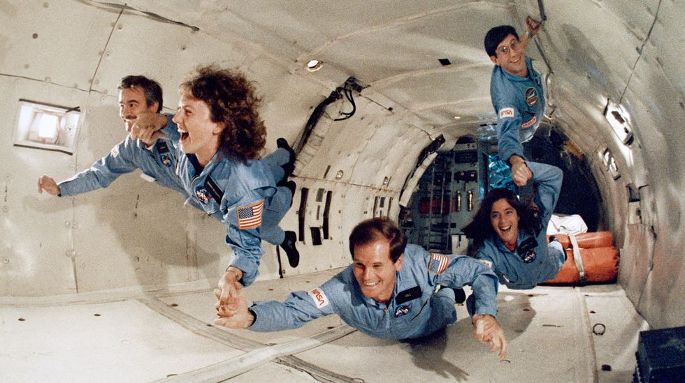 Así fue el lanzamiento del «Falcon Heavy».Sharon Christa McAuliffe, primera maestra del espacio, y Barbara Morgan practicando, junto a otros astronautas, ejercicios sin gravedad