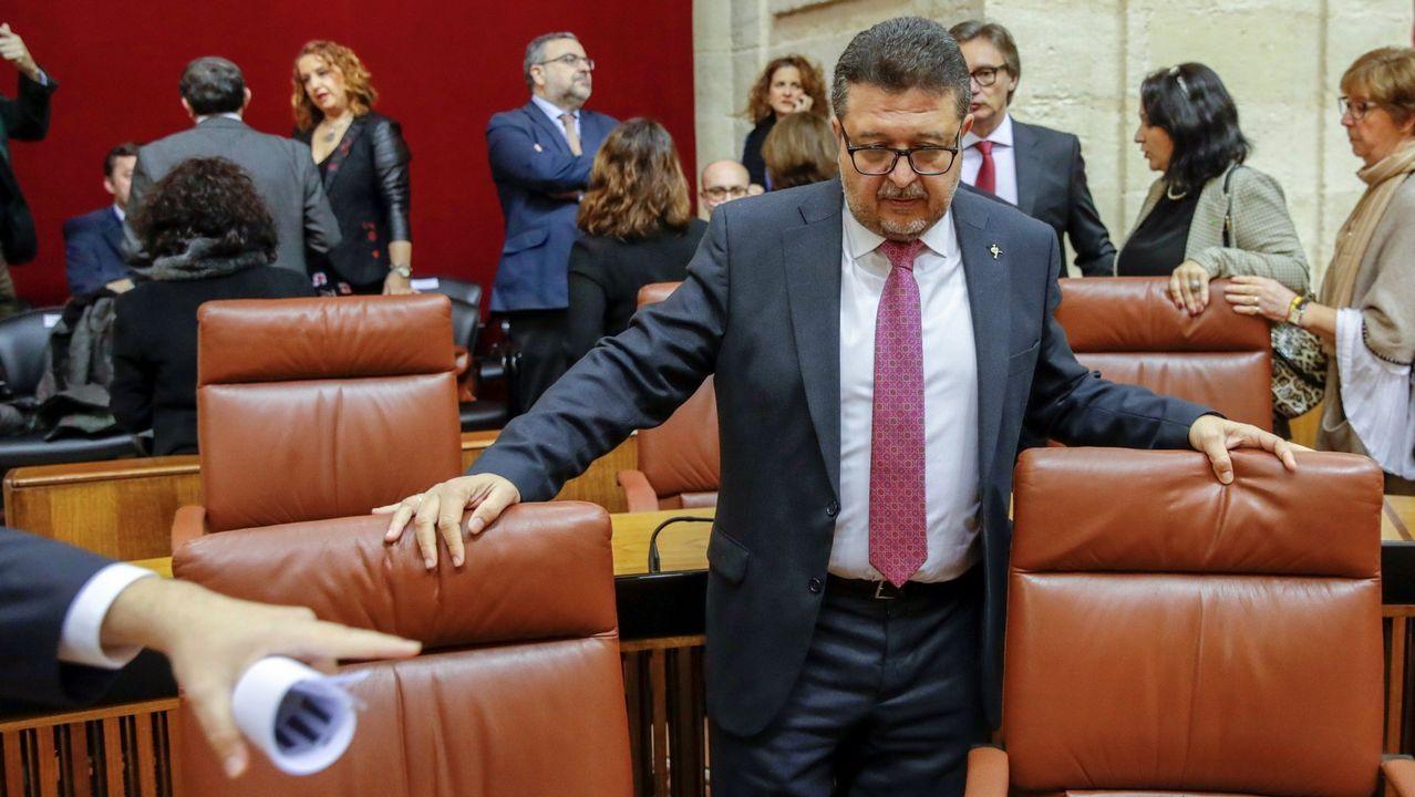 El juez en excedencia Francisco Serrano y cabeza de lista de Vox, en su escaño en el Parlamento de Andalucía en Sevilla