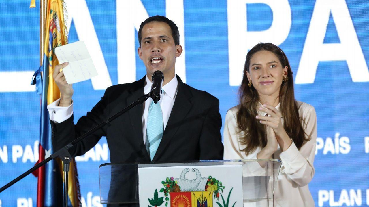 Juan Guaidó, acompañado de su esposa, Fabiana Rosales, durante la presentación este jueves de su Plan País