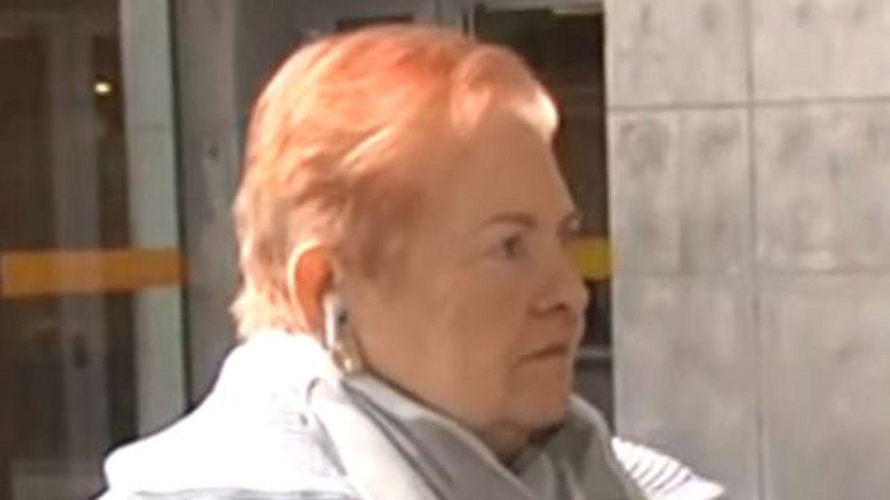 María Josefa Fernández, frente a los juzgados de Oviedo