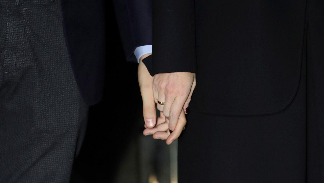 Alonso Aznar (el de la izquierda) hijo del expresidente del Gobierno José María Aznar a su llegada