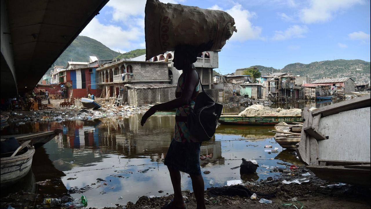 Las imágenes del poderoso huracán Irma.Carrera del agua en Sada