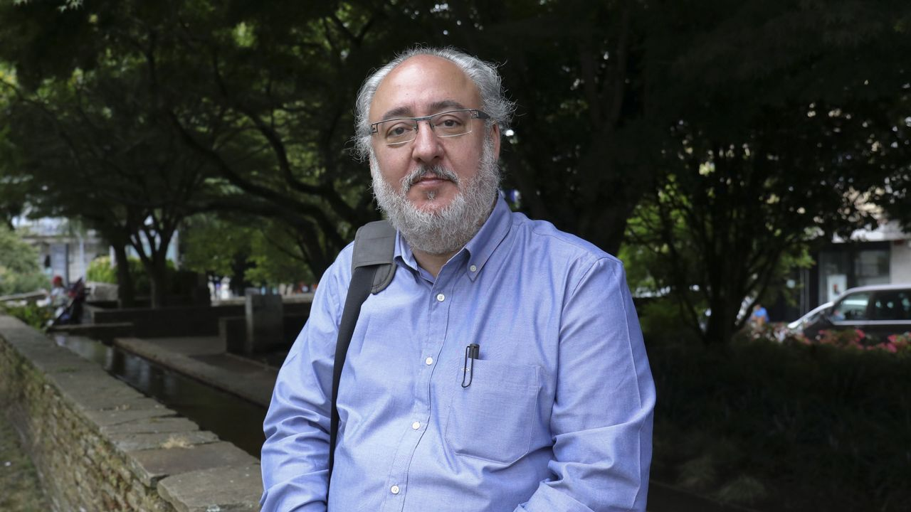 El rector repasa la actualidad de la Universidad de Oviedo.El consejero de Sanidad, Francisco del Busto, comparece en el pleno de la Junta General
