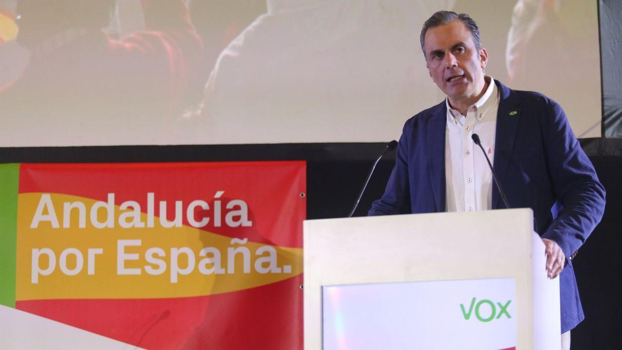 Presentación de la plataforma ?Feminismo, nin un paso atrás - Ourense? en el Liceo.Rodolfo Espina, Ignacio Blanco y Sergio Marqués, miembro de Voz Asturias