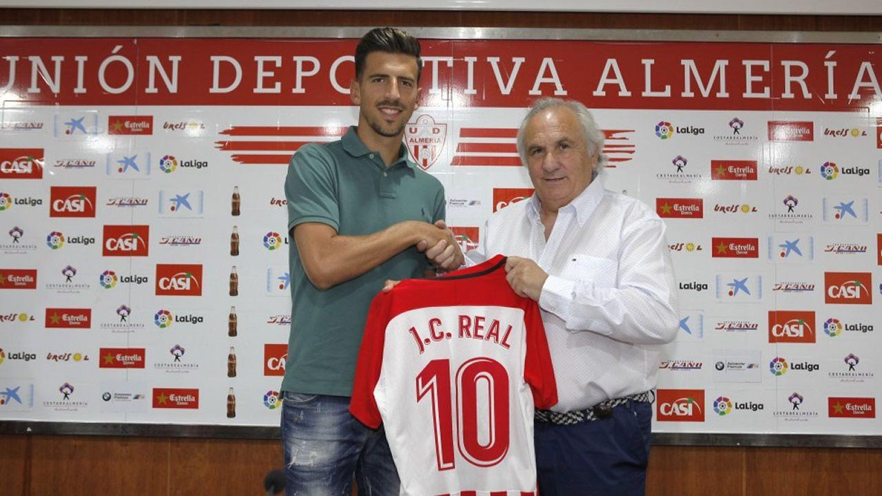 Viti Cuenca Real Oviedo Barcelona B Carlos Tartiere.El mediapunta gallego fue presentado con su nuevo equipo