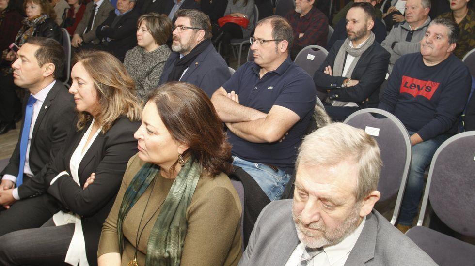 Victor Manuel Rodríguez, en primer término en la segunda fila, en la presentación del BIC de la Ribeira Sacra