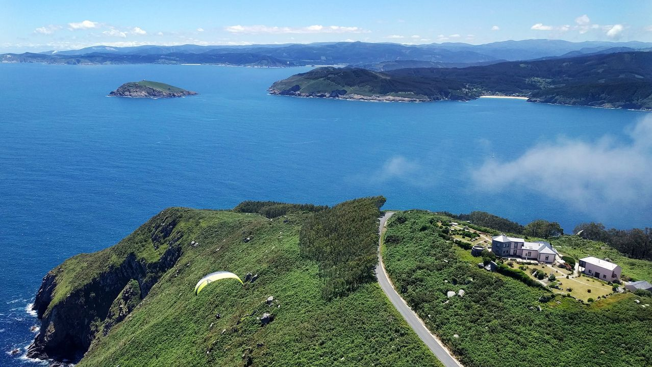 .Vista aérea del Semáforo de Bares (cabo), entrada de la ría e isla Coelleira