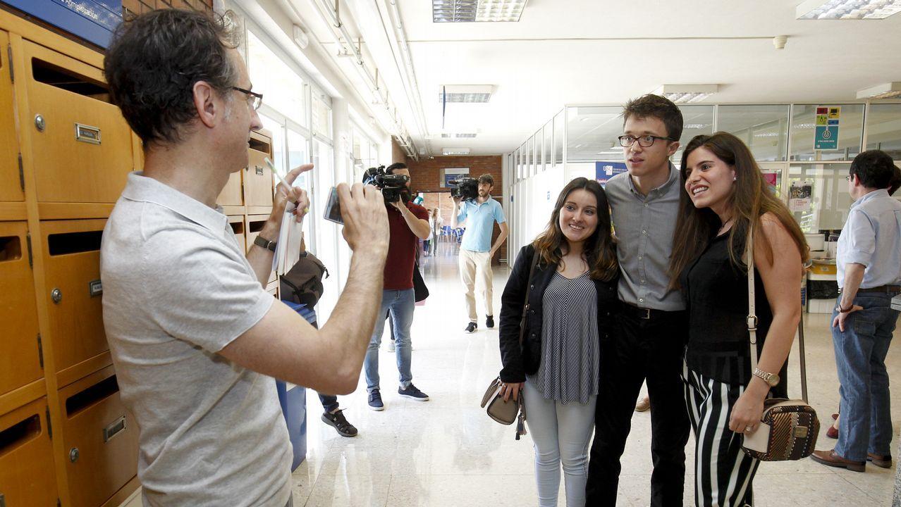 Adrián Barbón.Adriana Lastra conversa con las diputadas de Unidos Podemos Ione Belarra y Noelia Vera
