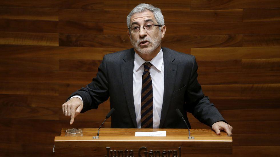 Las caras que pasan más desapercibidas del Gobierno de Rajoy.Llamazares