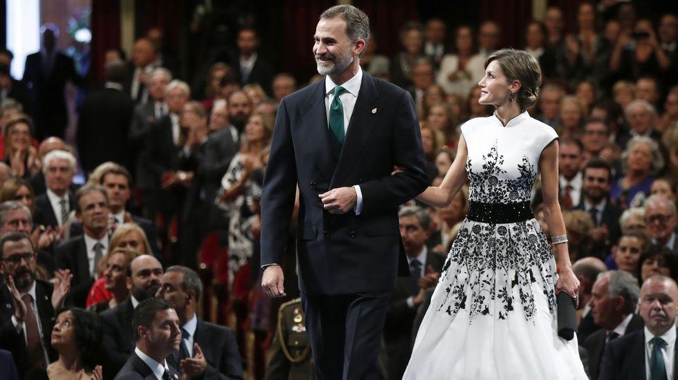 .Los reyes Felipe y Letizia junto al inicio de la ceremonia de entrega de los premios Princesa de Asturias 2017, hoy en el Teatro Campoamor de Oviedo