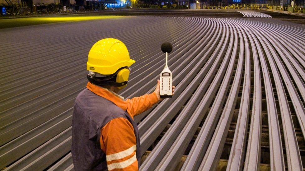 .Un trabajador de ArcelorMittal