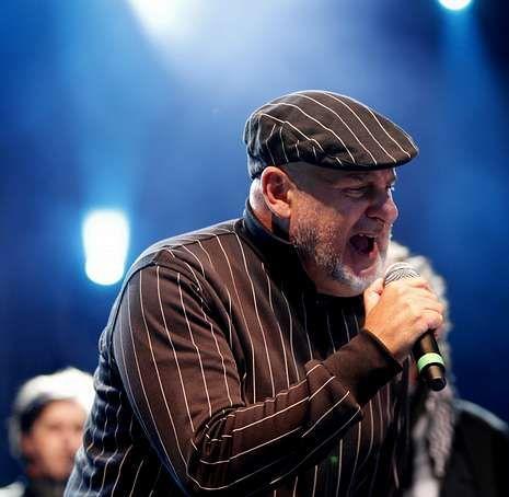 Antón Reixa, al inicio del concierto celebrado anoche.