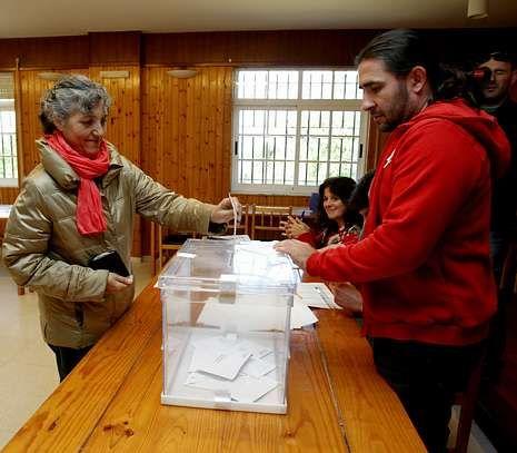 .Lidia Senra (AGE) fue la única candidata de la comarca. Votó en Vedra y logró 288 apoyos.