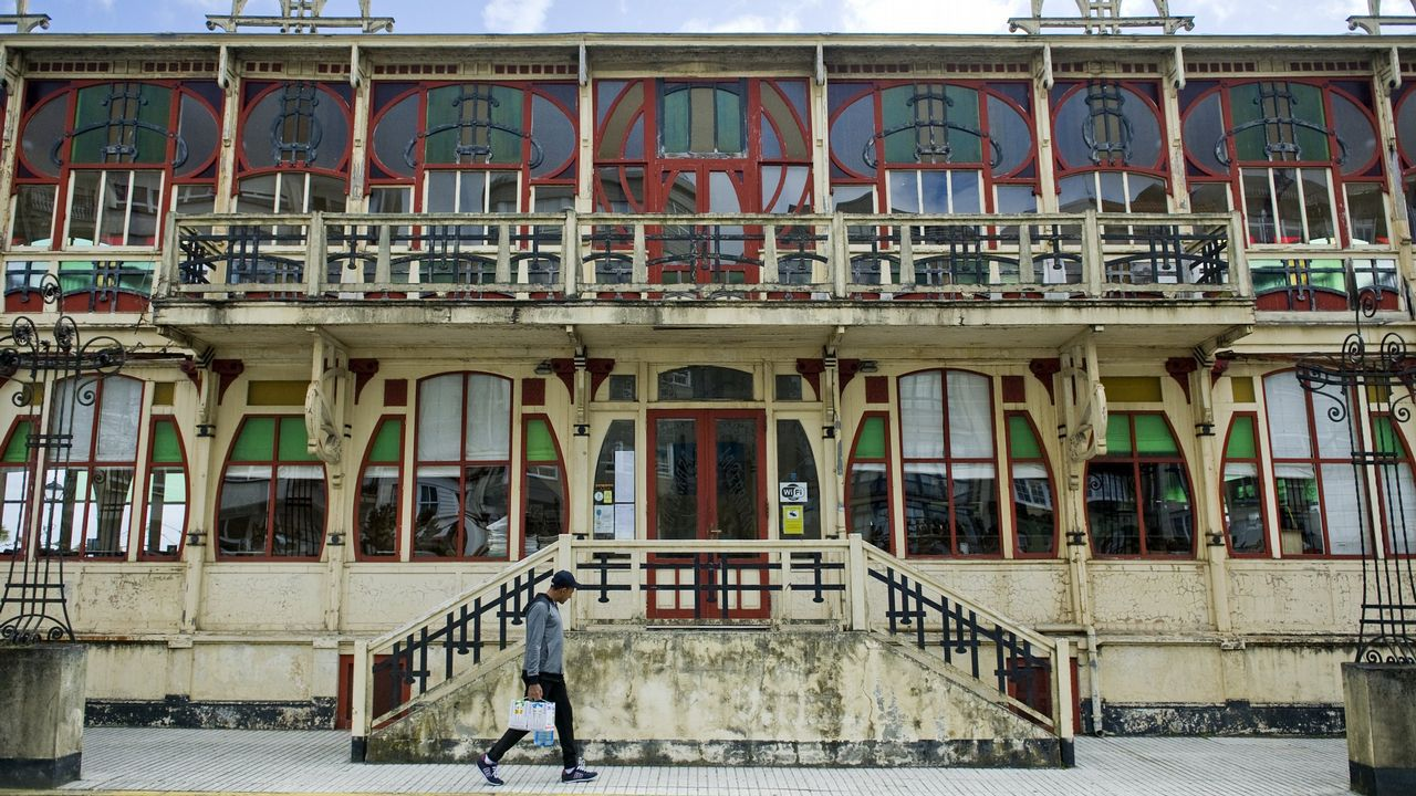 Los sidros echen la comedia en Lisboa.Casa de Aseos del Pozo de Sotón