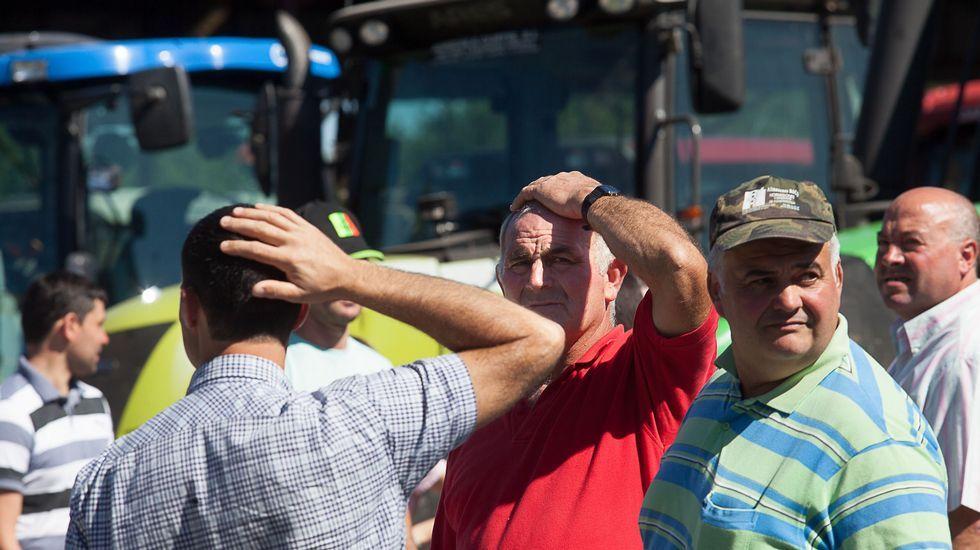 Un grupo de ganadores, entre ellos Antonio, durante la protesta celebrada en Vilalba el jueves pasado.