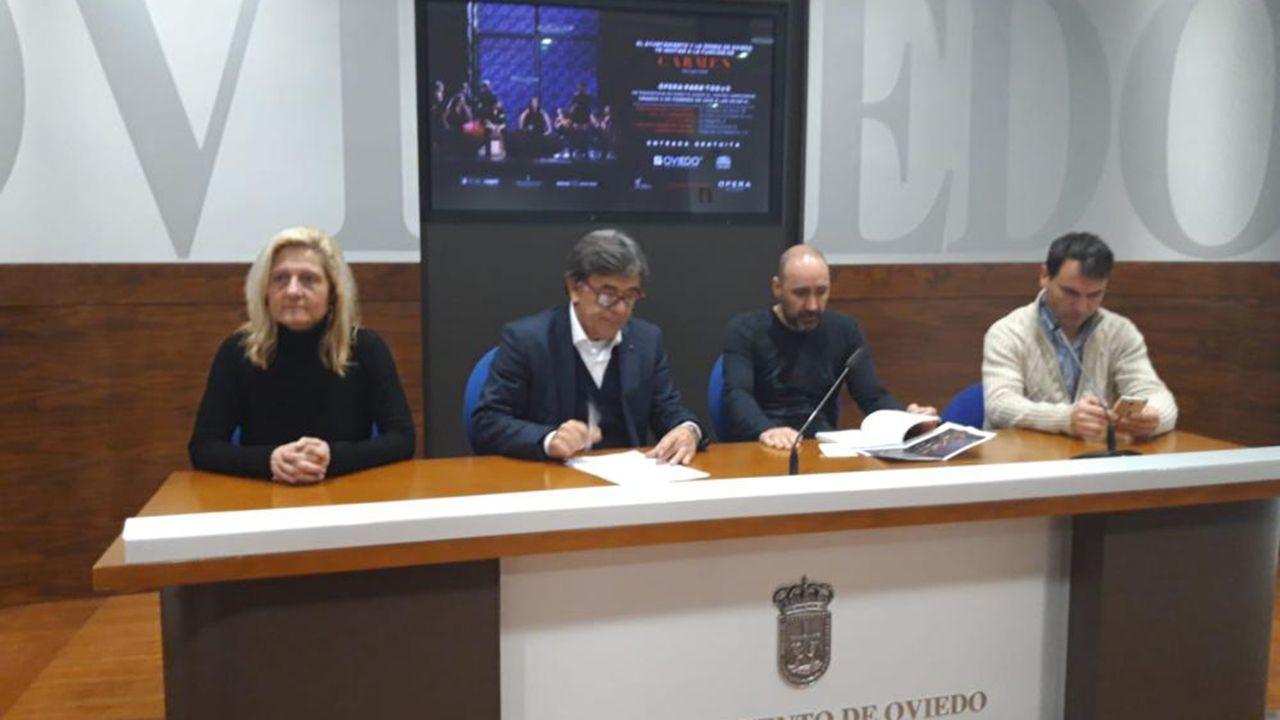 Maifestación a favor de Maduro en Oviedo.Presentación de la ópera Carmen en Oviedo