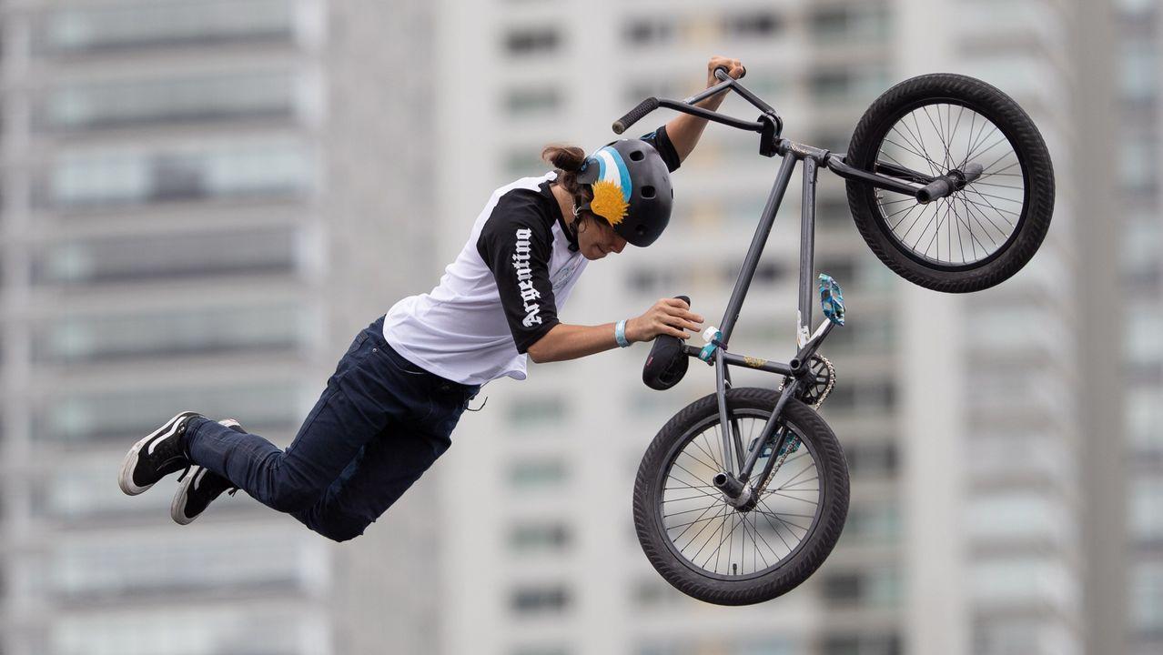 El argentino Iñaki Iriartes mientras compite en la final masculina de la prueba BMX Freestyle de los Juegos Olímpicos de la Juventud en Buenos Aires