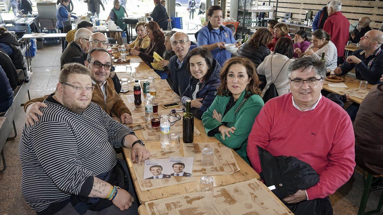 Los políticos visitan en campo da feira