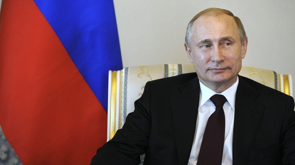 Putin recibió este lunes en el Palacio de Constantino de San Petersburgo al presidente de Kirguizistán.