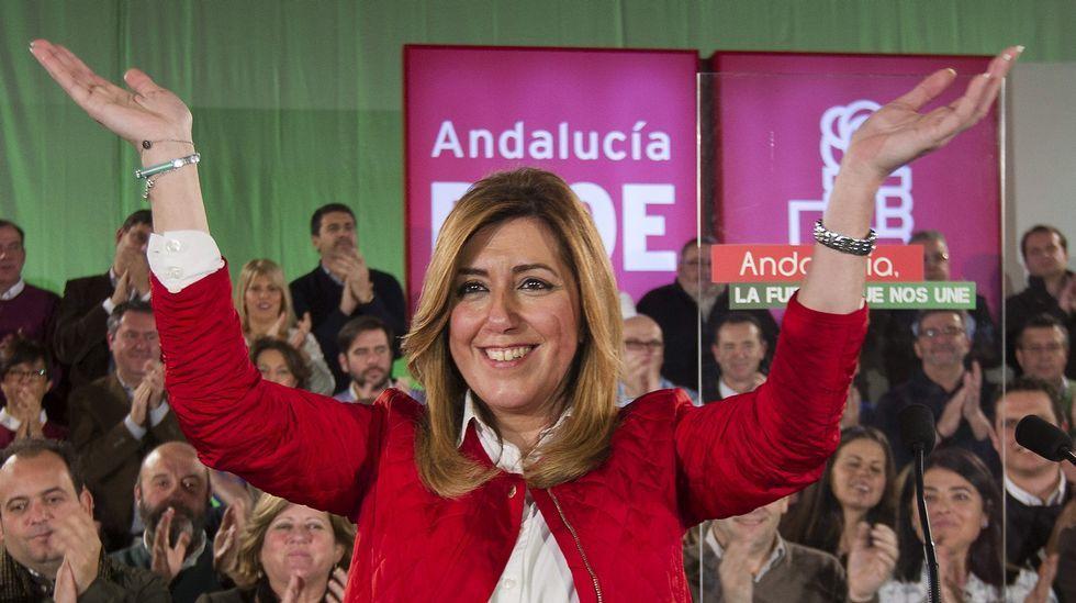 La ley española no permite «bebés de tres padres».La presidenta del colectivo lucense, Marta López (cuarta por la izquierda), junto a Rosa Díez (UPyD) en Madrid.